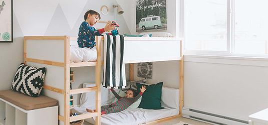 Richten Sie ein Zimmer eines Jungen ein? Autos können ein Leitmotiv sein