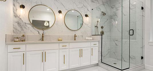 Mutig, aber mit Klasse: ein Badezimmer im Glamour-Stil gestalten!