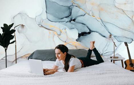 Fototapete mit Marmorimitation fürs Schlafzimmer