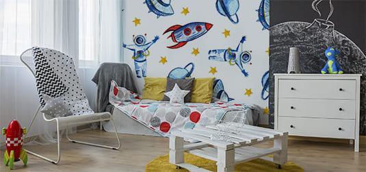 Ein kosmisches Zimmer für einen Jungen einrichten – Tipps