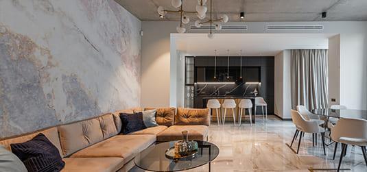 Tapete im Glamour-Stil. 5 Muster, die Räumen Glanz verleihen