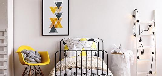 Wie richtet man ein gelb-graues Zimmer für einen Jungen ein? Tipps von myRedro-Experten